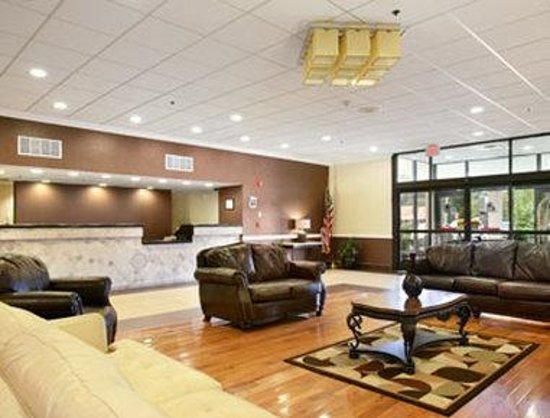 Hartford Hotel & Conference Center: Lobby