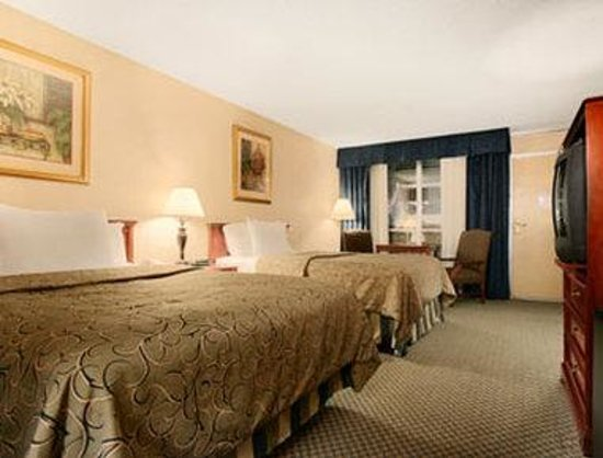 Ramada Overland Park: Standard Two Double Bed Room