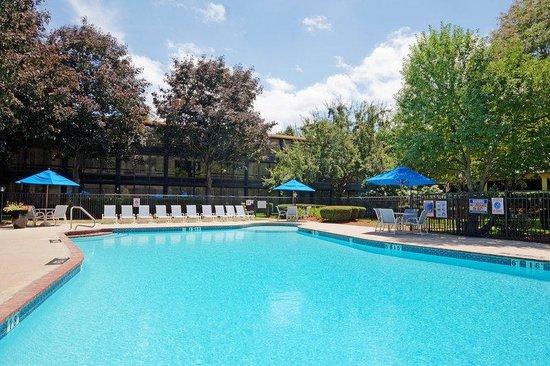 Holiday Inn Nashua: Swimming Pool