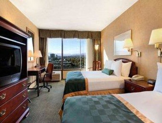 Ramada Reno Hotel and Casino: Deluxe Two Double Beds