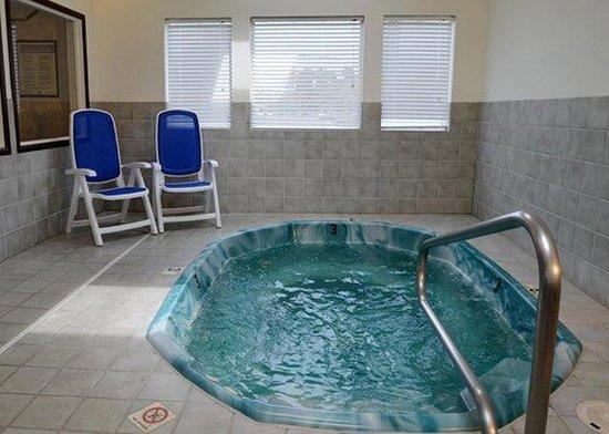 Comfort Inn: Hot tub