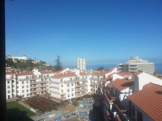 Apartamentos Casablanca: Blick Richtung Pool