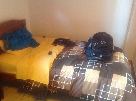 La Casa del Abuelo: bed, nice sheets