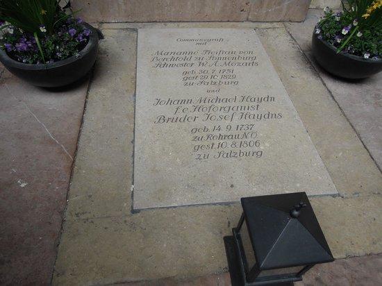 Petersfriedhof : .