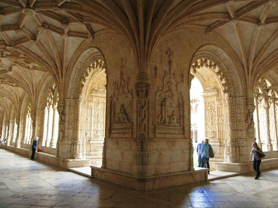 Jeronimos Monastery: Claustro