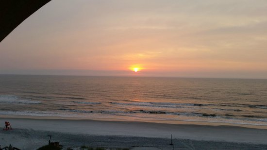Courtyard by Marriott Jacksonville Beach Oceanfront: Sunrise from balcony
