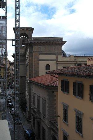 Plaza Lucchesi Hotel: видно даже библиотеку, если выглянуть из окна :)