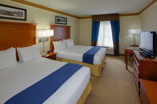 Holiday Inn Express Hotel & Suites : 2 Queen Bed Guest Room