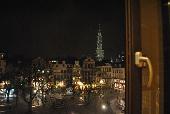 Ibis Brussels off Grand Place: The view from our room window, at night after most people have gone.