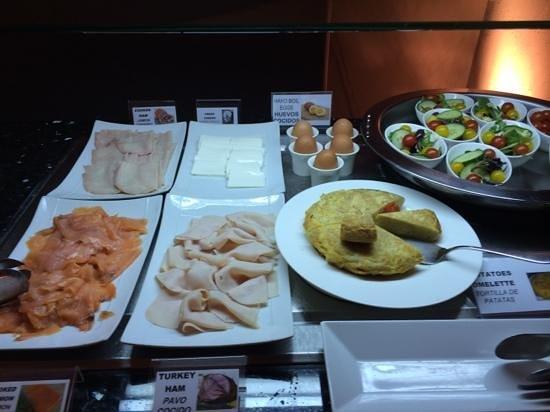 Hotel Casa Fuster: desayuno buffet (tortilla española muy buena)