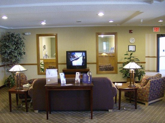 Baymont Inn & Suites Fulton: Enjoy fresh baked cookies Monday  - Thursday evenings.