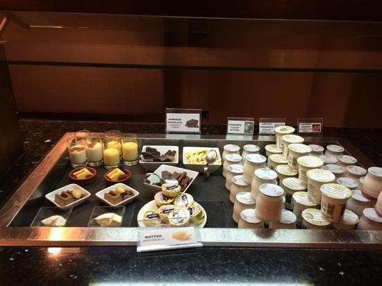 Casa Fuster Hotel : Sección lácteos, mantequilla Echiré y postres de restaurante: natillas, arroz con leche,etc)