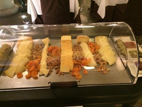 Casa Fuster Hotel: Selección de quesos, frutos secos y mermeladas