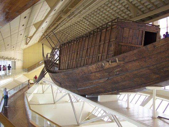 Musée de la barque solaire : The boat.