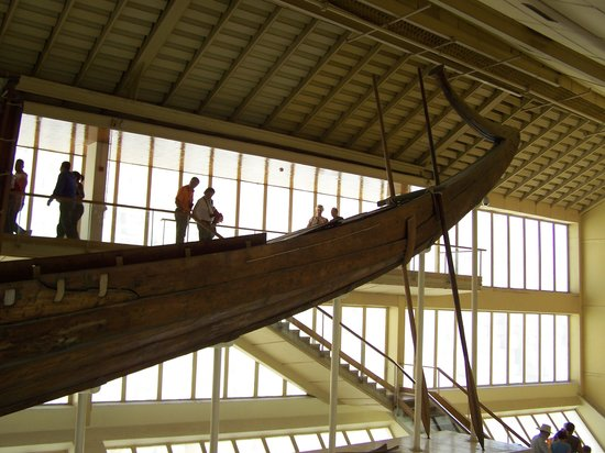 Musée de la barque solaire : Access to the boat.