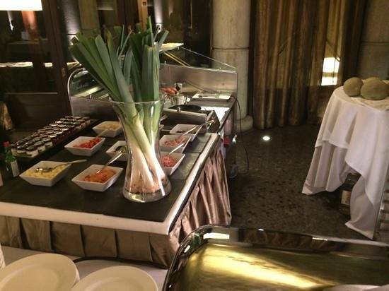 Casa Fuster Hotel: Cocina en vivo para preparar huevos de diferentes maneras