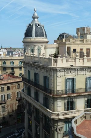 Hotel Ohla Barcelona: View from Hotel Swimming Pool on roof.
