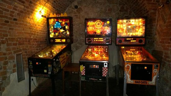 Chmiel Beer Pub: Pinball!