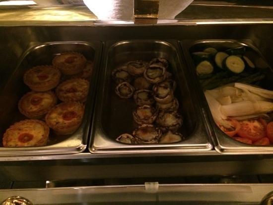 Casa Fuster Hotel: Quiche de verduras, champiñon relleno de queso y verduras plancha