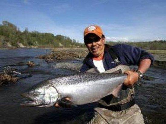 Alaska Fishing Lodge - Soldotna Bed and Breakfast Lodge: Man Fish