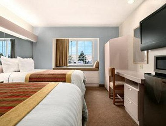 Microtel Inn & Suites by Wyndham Kansas City Airport : Queen / Double Room