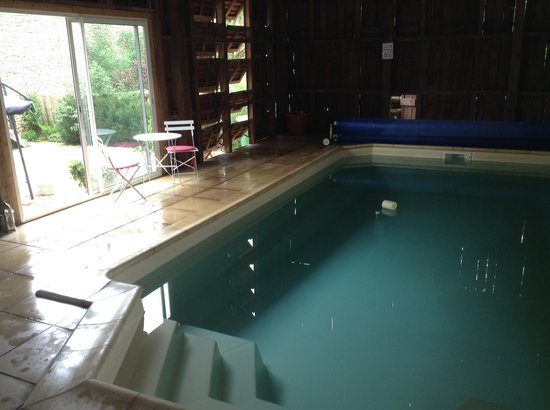 Les Rosiers - Lascaux: Indoor heated pool in sechoir/tabac barn, open June to Oct