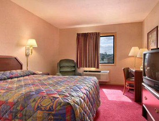 Super 8 Hillsville: Standard Queen Bed Room
