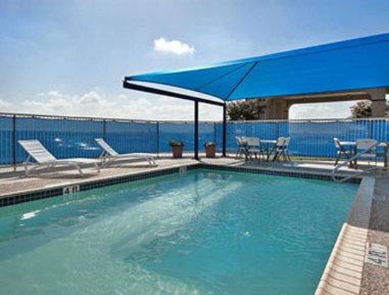Super 8 San Antonio/Airport: Pool