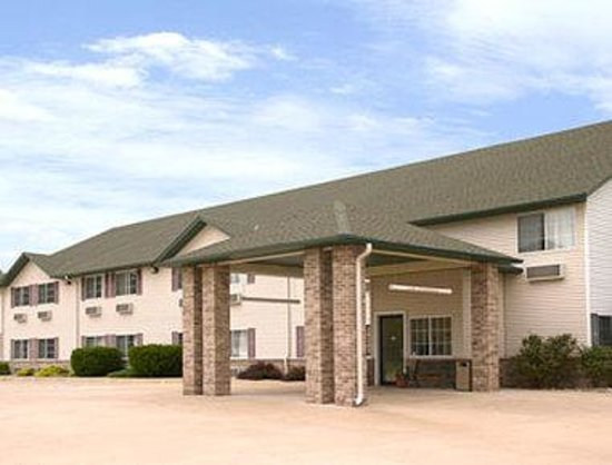 Super 8 Le Claire/Quad Cities: Welcome to Super 8 Le ClaireQuad Cities