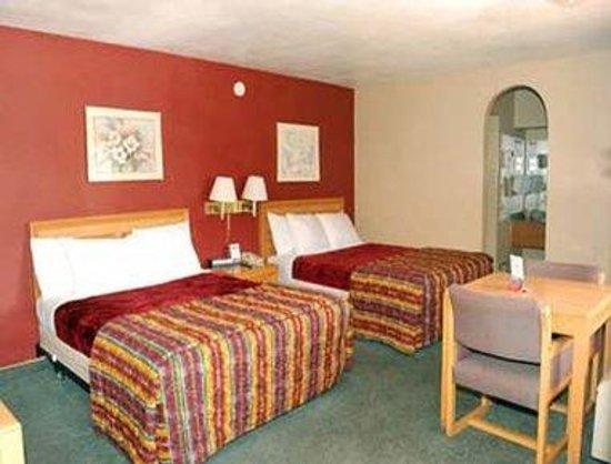 Super 8 Pasadena/LA Area: Two Bed Guest Room