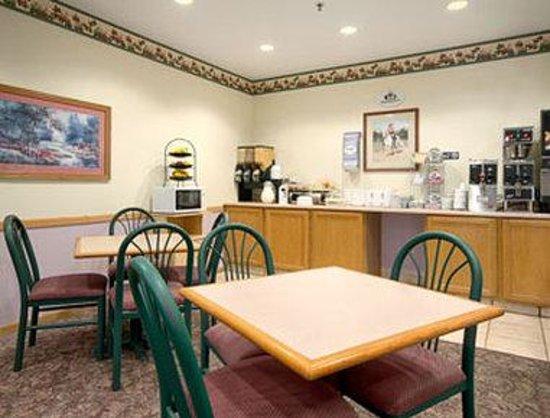 Super 8 Le Claire: Breakfast Area