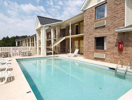 Super 8 florence updated 2018 hotel reviews price for Pool show florence sc