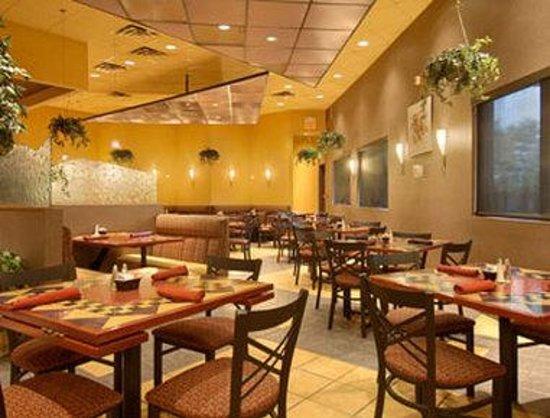 Ramada Toms River : Angles Restaurant