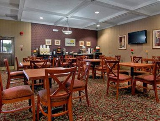 Days Inn Camp Springs Andrews AFB : Breakfast Area