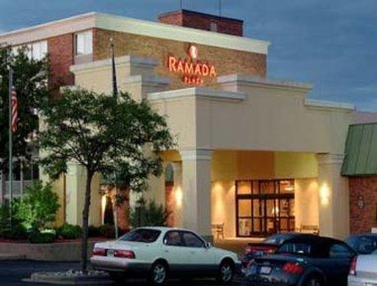 ramada plaza grand rapids updated 2017 prices hotel. Black Bedroom Furniture Sets. Home Design Ideas