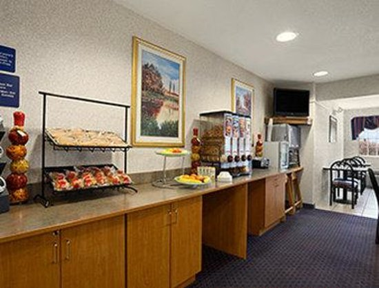 Ramada Limited Bloomington: Breakfast Area