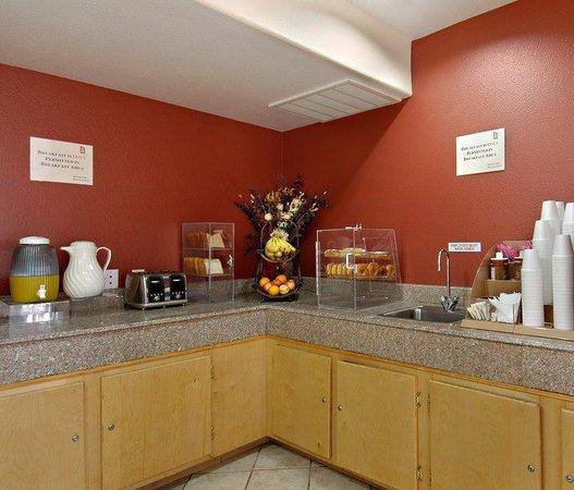 Red Roof Inn - New Braunfels: Breakfast Area