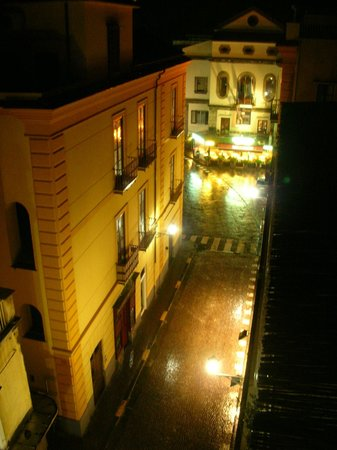 Tasso Suites : Looking down from the balcony