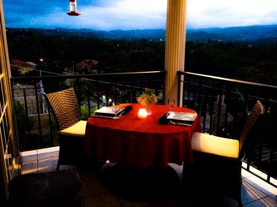 The Blue House Boutique Bed & Breakfast: Dinner on the balcony.