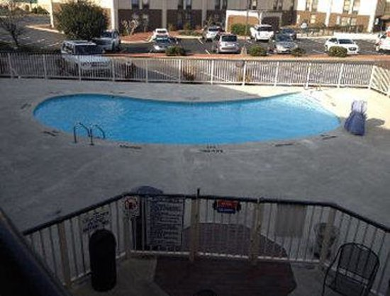 Days Inn & Suites Fayetteville Northwest Fort Bragg Area: Pool View