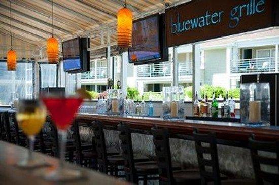 Hyannis Harbor Hotel : Bluewater Bar