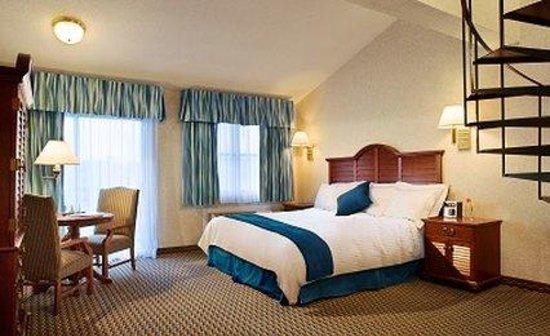 Hyannis Harbor Hotel : Two Bedroom Suite