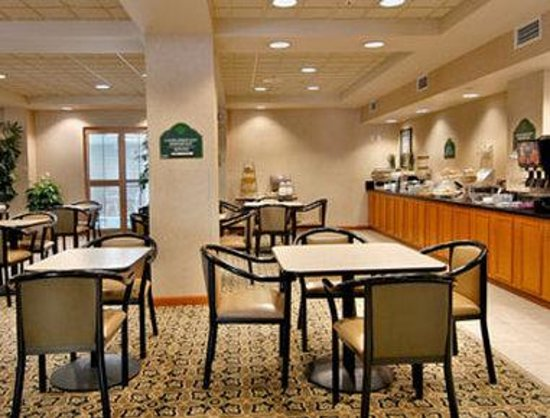 Wingate by Wyndham Mechanicsburg/Harrisburg West: Breakfast Area