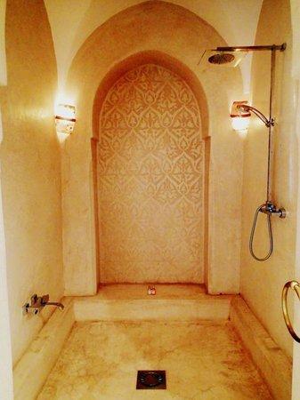 Riad Camilia: Shower
