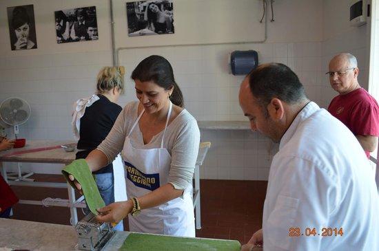 Toscana Saporita Cooking School: Sam making pasta