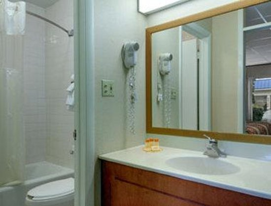 Days Inn Silver Springs/Ocala East: Bathroom