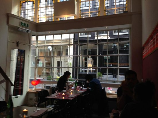 MAX Amsterdam : Big bright windows give this place a lot of light