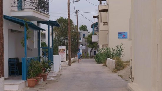 Hotel Katerina: the road from the beach to the hotel