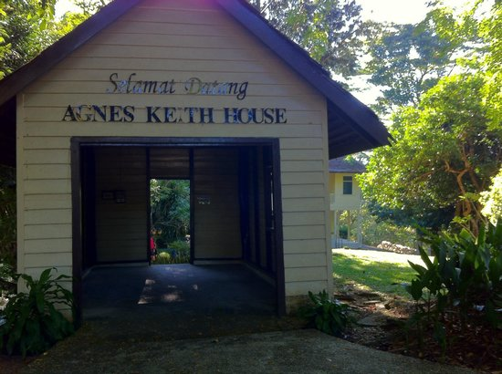Agnes Newton Keith Home : A hut before the building