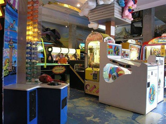 Holiday Inn & Suites - Ambassador Bridge : XS Family Fun Centre with arcade, go-karts and more